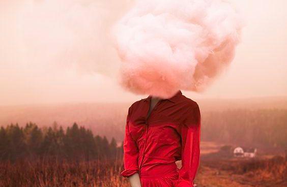 Femme-avec-nuage-sur-la-tete