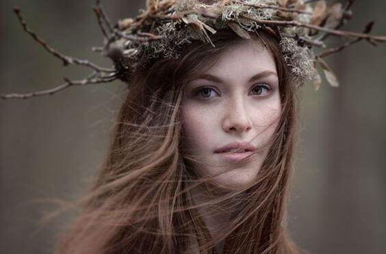 Femme-couronne-de-fleurs