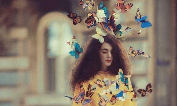 Fille-et-papillons