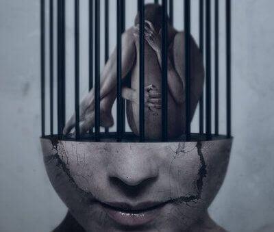 Personne-enfermee-dans-une-cage