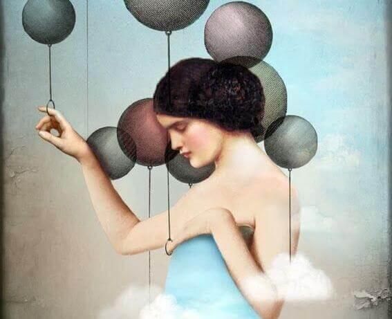 femme-avec-un-globe-pensant-a-ceux-qui-critiquent-les-autres