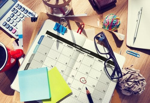 Bureau-agenda-lunettes-notes