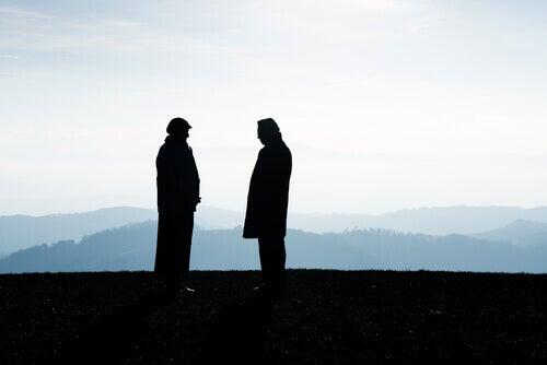 Dos-hombres-en-el-campo
