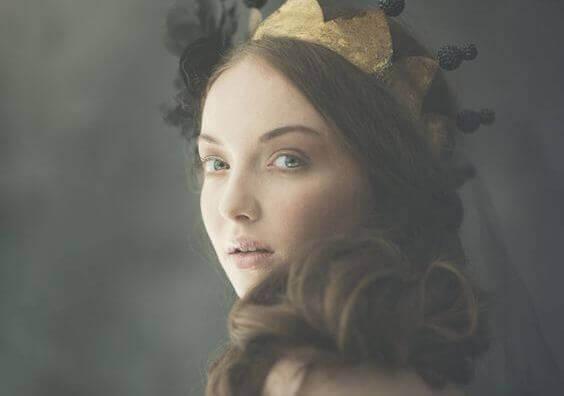 Femme-et-couronne