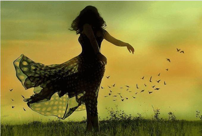 Mujer-bailando-en-el-campo1