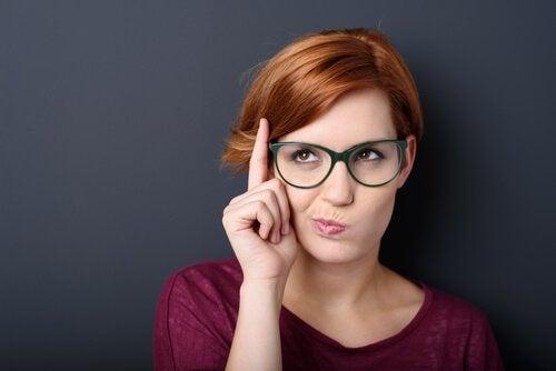 Mujer-inteligente-pensando