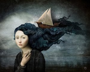 femme-avec-un-bateau-dans-les-cheveux