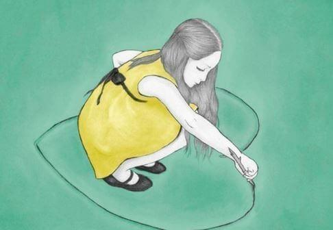 femme-dessinant-coeur-sur-le-sol