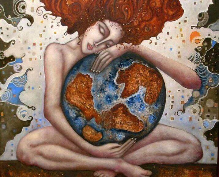 femme-embrassant-le-monde