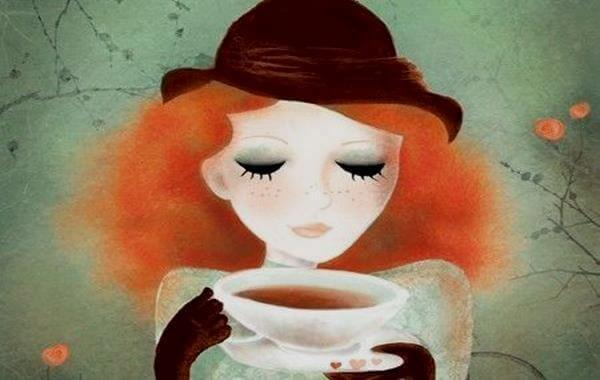 femme-prenant-le-cafe-2