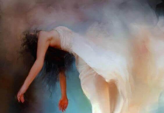 femme-robe-blanche-flottant