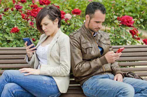 Les réseaux sociaux peuvent être la cause d'une rupture de couple