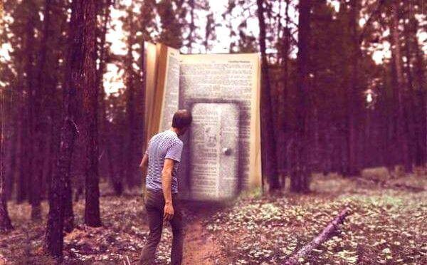 Romans et poésies pour lutter contre l'anxiété et la dépression Homme-face-a-un-livre-geant
