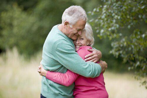 L'importance de l'affection physique pour les enfants et les adultes