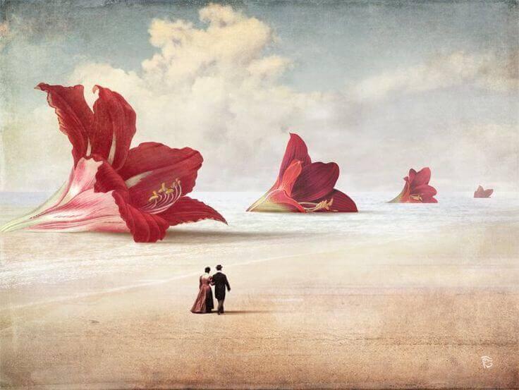 couple-marchant-devant-des-fleurs-gigantesques