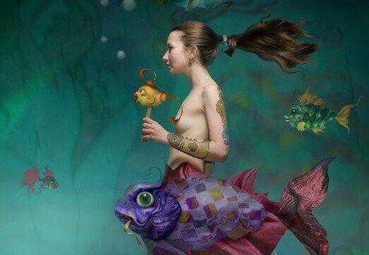 femme-ocean-avec-poissons