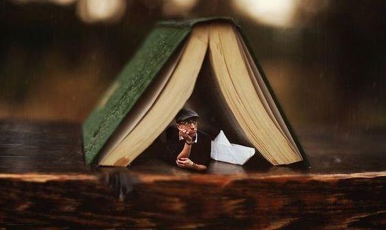 hombre-en-un-libro