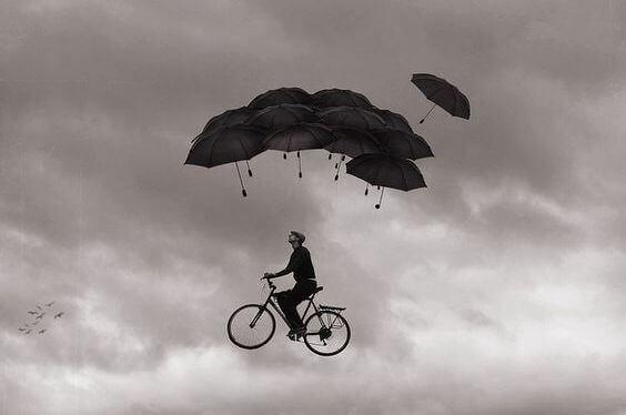 hombre-volando-en-bici