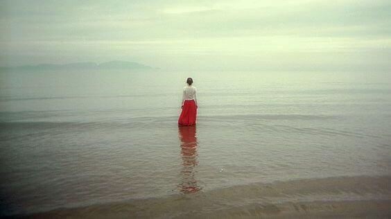 Le besoin de rompre avec la solitude vous rend vulnérable