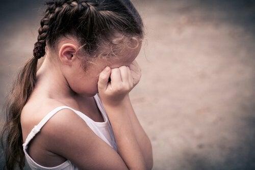 fille-pleurant