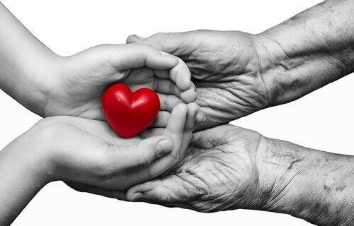 manos-con-corazon