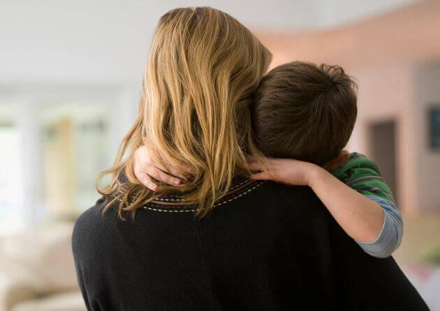 madre-con-hijo-autista