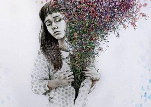 mujer-con-flores-en-la-camisa
