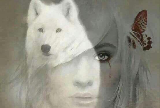 mujer-con-lobo-blanco