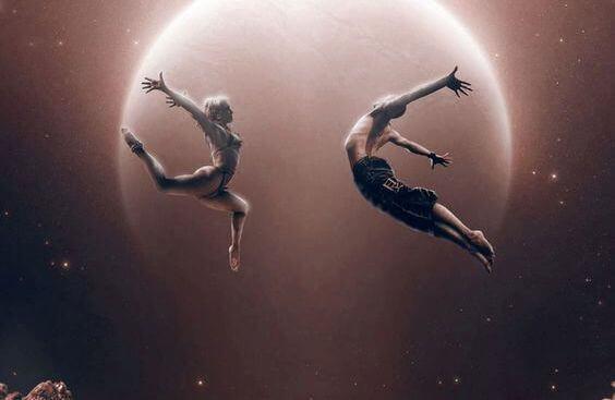 pareja-bailando-luna
