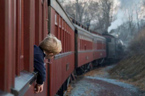 enfant-dans-un-train