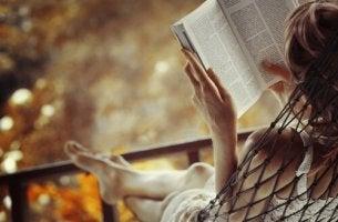 femme-lisant-un-livre