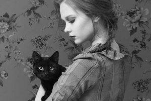 fille-chat-noir