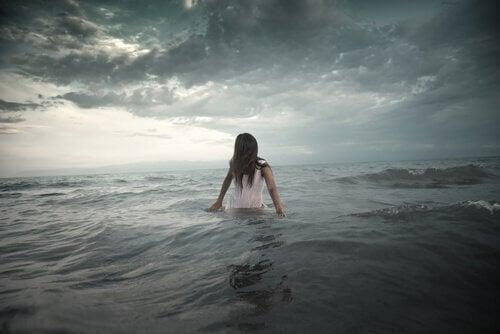 mujer-en-el-mar