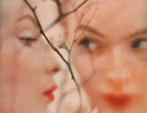 visage-de-profil-et-de-face-femme