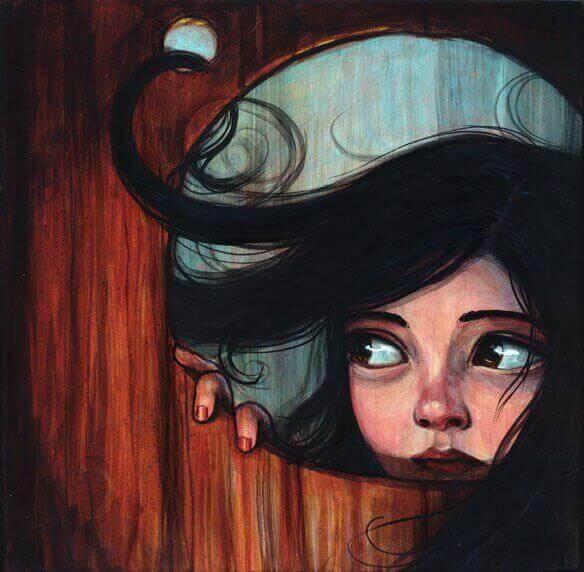 mirando-tras-la-puerta