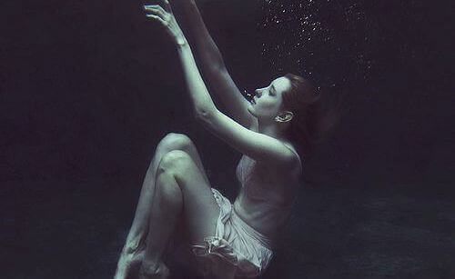 mujer-debajo-del-agua-1