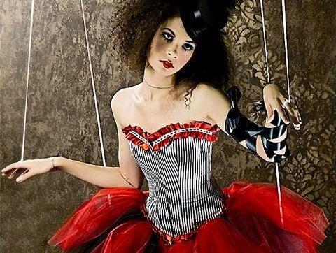 mujer-marioneta