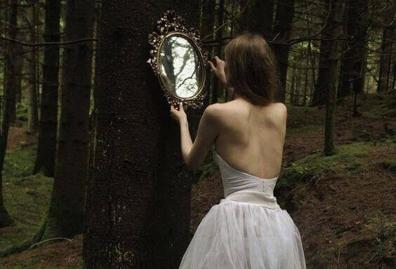 Si vous cherchez une personne qui change votre vie, regardez-vous dans le miroir