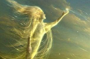 femme-lumiere-jaune