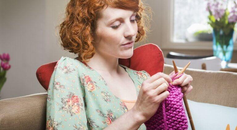 femme-tricoter-768x421