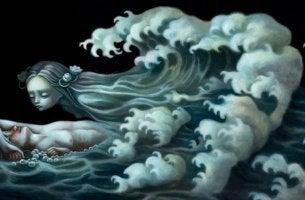 mujer-en-el-mar-tumbada