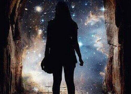 silueta-de-chica-mirando-al-horizonte-e1474963061562