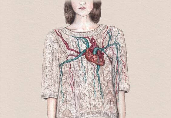 mujer-corazon-pecho
