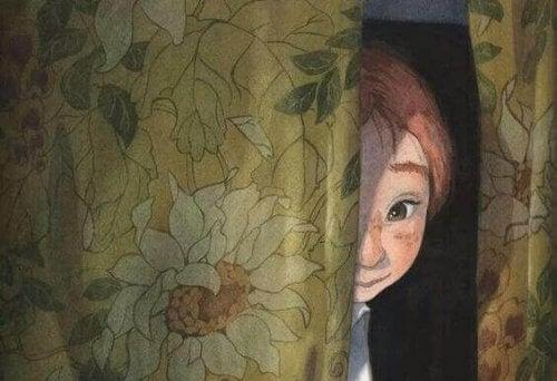nino-tras-cortina