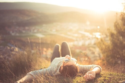 La relaxation : les bénéfices mentaux de la désactivation du corps