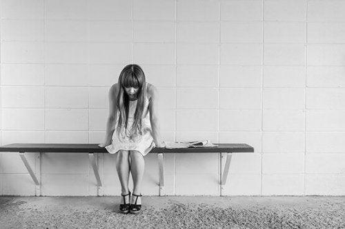 femme souffrant de douleur chronique