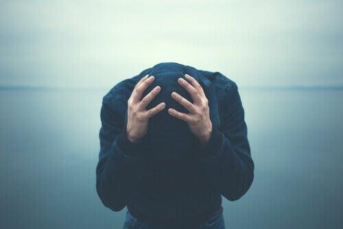 """5 """"habitudes"""" chez les personnes qui souffrent d'anxiété"""