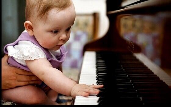 l'intelligence musicale doit être favorisée dès le plus jeune âge