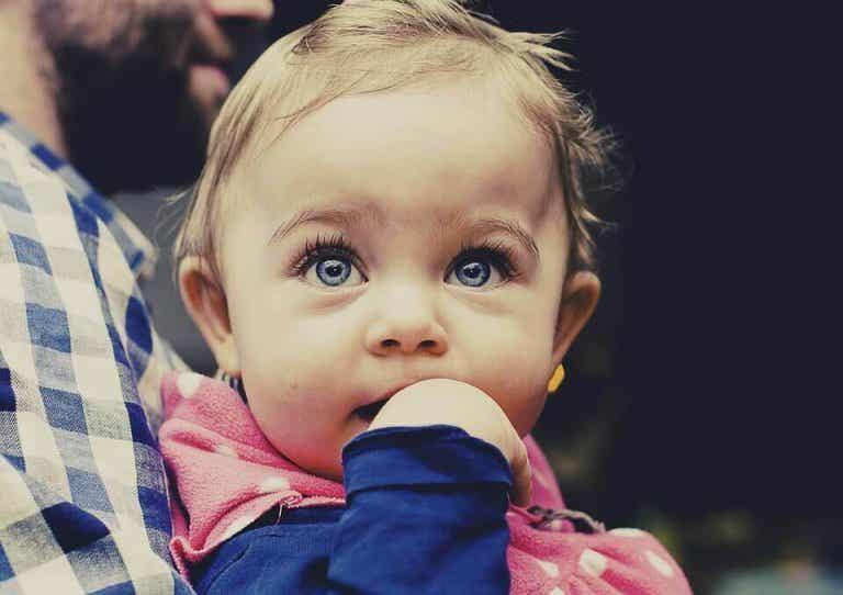 Savez-vous ce qu'apprend à faire un bébé entre 4 et 6 mois ?