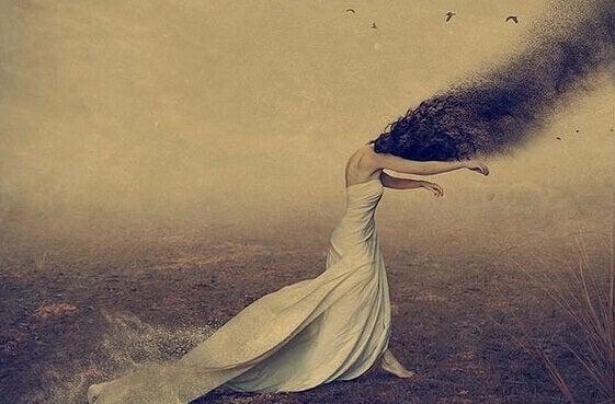 femme aspirée par la peur